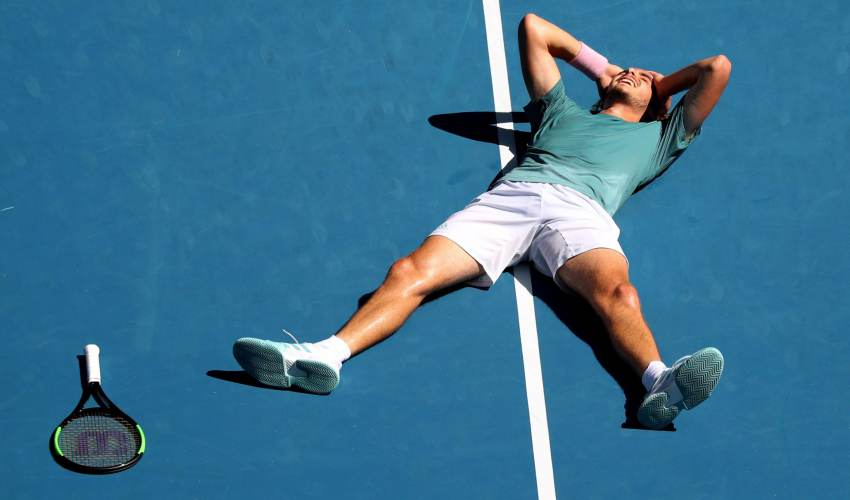 Tsitsipas backs up Federer upset with gritty… - news of today