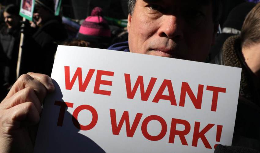 Amid shutdown, federal workers face health… - news of today