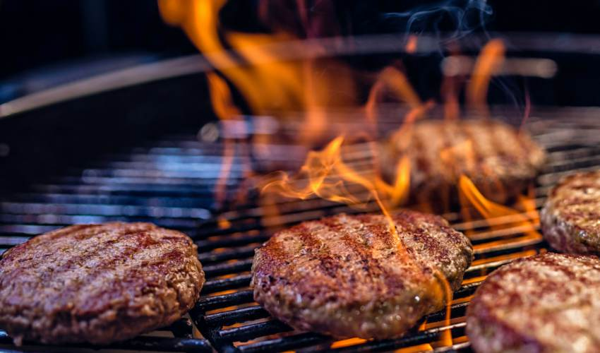 Sorry, but you're grilling your burgers wrong,… - news of today