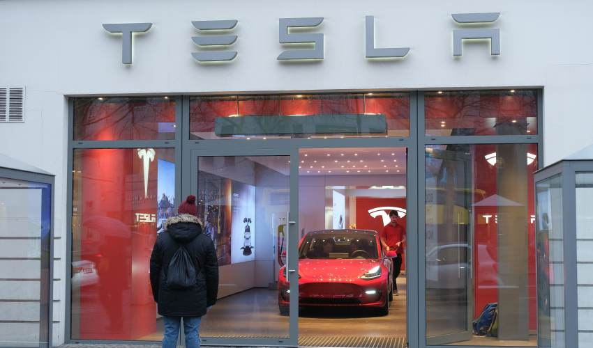 Tesla to slash workforce by 7 percent, plans to… - news of today